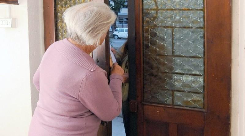 A PortoViro un finto impiegato comunale fa il porta a porta